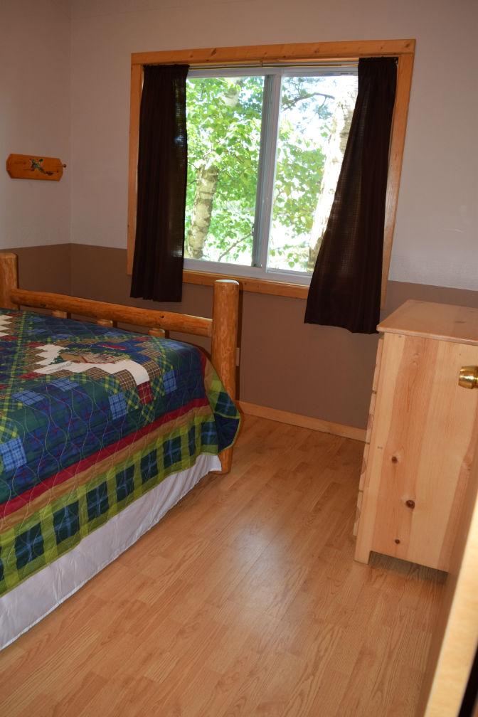 Cabin 3 - Lakeside Bedroom 2