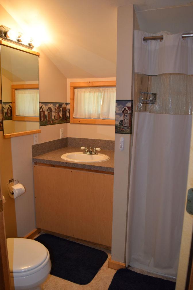 Cabin 2 - Bathroom