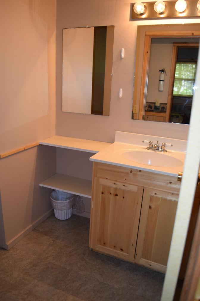 Cabin 7 - Bathroom