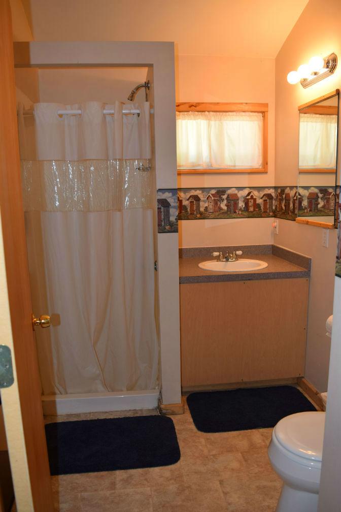 Cabin 4 - Bathroom