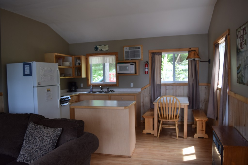 Cabin 4- Kitchen/Dining